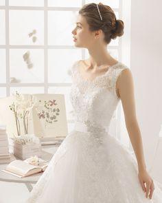 MONTREAL traje de novia en encaje y pedreria.