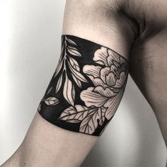 Negative space floral armband tattoo - Tattoogridnet arm band tattoo - Tattoos And Body Art Ankle Band Tattoo, Forearm Band Tattoos, Leg Tattoos, Black Tattoos, Body Art Tattoos, Sleeve Tattoos, Black Band Tattoo, Bracelet Tattoo For Man, Cuff Tattoo