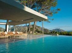 Houses For Sale in Hout Bay. View our selection of apartments, flats, farms, luxury properties and houses for sale in Hout Bay by our knowledgeable Estate Agents. Swiming Pool, Swimming, Earth Colour Palette, Rooftop Design, 6 Bedroom House, Natural Flooring, Minimalist Furniture, Big Windows, Romantic Places