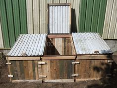 Pallets compost bin for dry toilets | 1001 Pallets