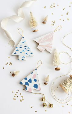 DIY Fabric Covered Tree Ornaments - Diy and Crafts Wooden Christmas Ornaments, Decoration Christmas, Diy Christmas Ornaments, Holiday Crafts, Wood Ornaments, Ornaments Ideas, Ornaments Design, Xmas, Homemade Christmas