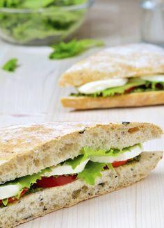 Traditional Tomato, Basil and Mozzarella Panini Summer Recipes, New Recipes, Healthy Recipes, Healthy Food, Cooking Tips, Cooking Recipes, Mozzarella, Weeknight Meals, Quick Easy Meals