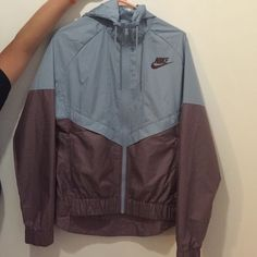 Womens Nike Windbreaker size Medium Polyester Water Repellent Only Worn  Once Nike Jackets Coats d51dedff9