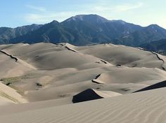 Great Sand Dunes National Park in Colorado, USA. In the background: Sangre de Cristo Mountains. Ohhhh, how much fun would a quad be on this! White Sands National Monument, Rocky Mountain National Park, National Forest, Sand Dunes Colorado, Colorado Mountains, Voyage Usa, Arizona, Visit Colorado, Colorado Usa