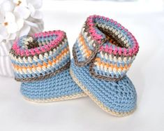 Crochet Booties Pattern, Crochet Boots, Crochet Bebe, Baby Girl Crochet, Crochet Baby Booties, Easy Crochet, Tutorial Crochet, Baby Patterns, Baby Knitting Patterns