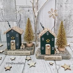 How to Craft Rosettes; Decor Crafts, Holiday Crafts, Fun Crafts, Diy And Crafts, Christmas Wood, All Things Christmas, Christmas Ornaments, Driftwood Projects, Driftwood Art