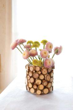 Vase mit Holz