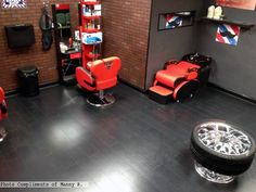 Kronoswiss Urban Black in a #barbershop Photo compliments: Manny R.  #laminate #flooring