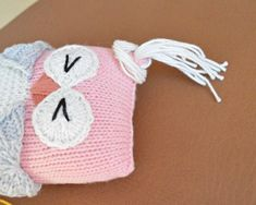 FREE Knot Forgotten Knit Owl pattern by Pear Dinkum. Knit an owl for a child in need! More crochet patterns available on the Knot Forgotten website. Knitting Bear, Knitted Doll Patterns, Animal Knitting Patterns, Baby Cardigan Knitting Pattern, Owl Patterns, Baby Knitting Patterns, Free Knitting, Crochet Patterns, Knitting Stitches