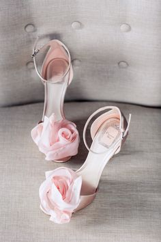 What You Should Know When Buying Wedding Shoes? What You Should Know When Buying Wedding Shoes? Fancy Shoes, Pretty Shoes, Beautiful Shoes, Cute Shoes, Me Too Shoes, Best Bridal Shoes, Pink Wedding Shoes, Wedding Boots, Green Wedding