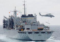 Archivo: US Navy 060303-N-9254J-023 El Comando Militar de Transporte Marítimo (MSC) buque de apoyo de combate rápido USNS Supply (T-AOE-6) tira junto con el portaaviones de propulsión nuclear USS Enterprise (CVN 65) durante un relleno en el mar (RAS) .jpg