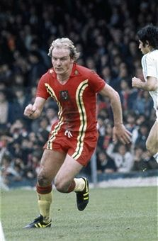 Circa 1980 Terry Yorath Wales midfielder who won 59 Wales international caps between 19701981 Welsh Football, Retro Football, World Football, Football Kits, Football Jerseys, Football Season, Leeds United Fc, Manchester United, Terry Yorath