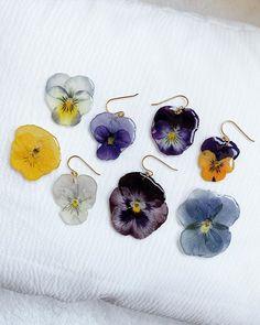 Cute Earrings, Flower Earrings, Drop Earrings, Sunshine In My Pocket, Pansies, Couture Fashion, Videos, Diy Jewelry, Cute Outfits