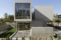 Bracket Design Studio Creates a Contemporary Villa in the Garden City of Isfahan, in Iran