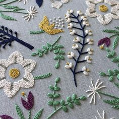 The Latest Trend in Embroidery – Embroidery on Paper - Embroidery Patterns Embroidery Designs, Crewel Embroidery Kits, Creative Embroidery, Simple Embroidery, Paper Embroidery, Japanese Embroidery, Silk Ribbon Embroidery, Hand Embroidery Patterns, Embroidery Needles