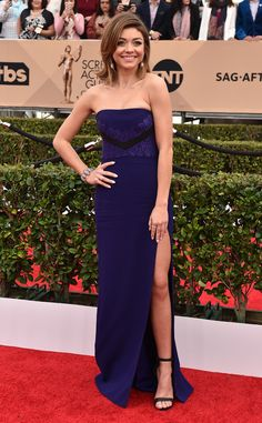 Sarah Hyland in J Mendel at the 2016 SAG Awards