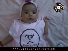 Lara com 3 meses vestindo macacão Little Rock \,,/