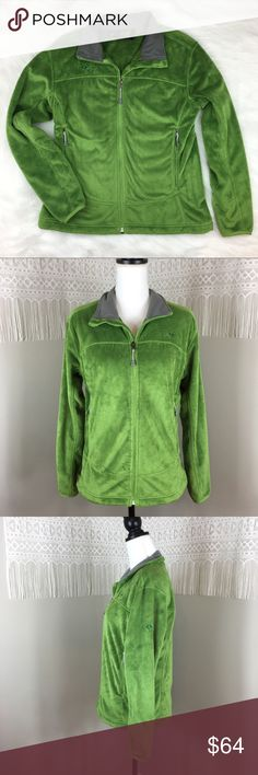 Mountain Hardwear Green Pyxis Jacket Mountain Hardwear Green Pyxis Jacket. Size mediums approximate measurements flat laid are 25' long, 19' bust zipped, and 24' sleeve. EUC with no major flaws. Super super soft. ❌No trades ❌ Modeling ❌No PayPal or off Posh transactions ❤️ I 💕Bundles ❤️Reasonable Offers PLEASE ❤️ Mountain Hardwear Jackets & Coats