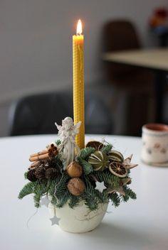 Aranjament pentru Crăciun cu lumânare din ceară naturală de albine – Flowers of Soul Christmas Diy, Lime, Table Decorations, Home Decor, Decoration Home, Room Decor, Christmas Makes, Limes, Homemade Christmas