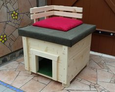 Katzenhütte aus Holz mit Terrasse / little cat house, basket by himeria via DaWanda.com