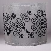 KäsKimallus Musta | Kirjosilta Hobbies And Crafts, Diy And Crafts, Arts And Crafts, Black Christmas, Diy Projects To Try, Yule, Beaded Embroidery, Textile Art, Needlepoint