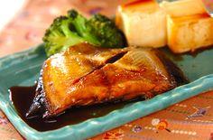 カレイと豆腐、ブロッコリーを煮た定番の煮物。身がふっくらとしていて、ご飯に良く合います。