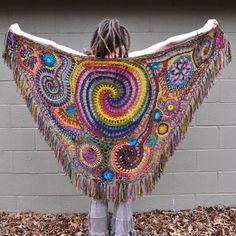 Envuelto en arco iris Freeform Crochet chal / / Ooak usable fibra arte