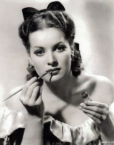 Maureen O'hara. I would love be as beautiful as her. Look at this lady!! Now we're supposed to look like twigs? No thanks.