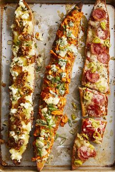 Caramelized shallots, goat cheese, and honey baguette pizza # Food and Drink dinner ideas Baguette Pizzas Baguette Pizza Recipe, Baguette Appetizer, Baguette Sandwich, Good Food, Yummy Food, Tasty, Delicious Recipes, Easy Leftover Turkey Recipes, Pizza Recipes
