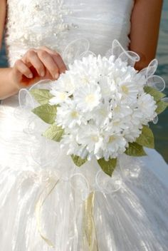 Gerber Daisy Wedding Flowers. A bouquet of all one flower type is timelessly chic and lovely, and that also goes for inexpensive flowers like daisies. That's Smart... and Smashing!