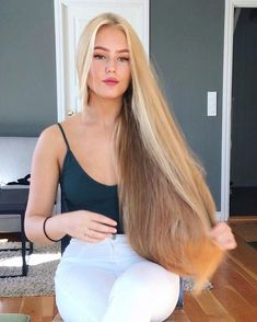 The next Rapunzel for the day is Christine Sanquer.o Our site is dedicated to the celebration of beautiful long hair. If you have long hair and…. Beauté Blonde, Brown Blonde Hair, Beautiful Long Hair, Gorgeous Hair, Rapunzel Hair, Very Long Hair, Shiny Hair, Hair Pictures, Hair Inspiration