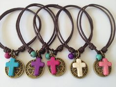 Bolos y recuerdos para Bautizo y Primera Comunion Christening Giveaways Souvenirs, Beaded Jewelry, Handmade Jewelry, Catholic Jewelry, Beaded Cross, Cord Bracelets, Jewelry Crafts, Jewels, Communion