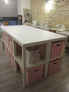 diversion of furniture ikea makes it possible to store his workshop sewing easily in . - Home Decor -DIY - IKEA- Before After Home Staging, Ikea Office Hack, Coin Couture, Ikea Lack, Sewing Table, Sewing Rooms, Craft Organization, Tables Basses, Petites Tables