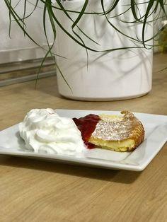 Tejpite málnával   3 tojás 2 ek cukor 1 cs vaníliás cukor 1 csipet só 20 dkg liszt