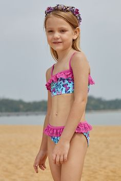 The pineapple print is cute to be loved by kids and parents, ruffle around the neck, contrast shoulder straps and crisscross back, available for little girls of ages with different sizes, wardrobe essential for girls' cool summer vacations Little Girl Bikini, Bikini Girls, Mädchen In Bikinis, Bikini Swimwear, Old Fashioned Swimsuits, Light Blue Bikini, Little Girl Models, Ruffle Swimsuit, Pineapple Print