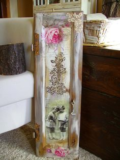 Retazos de Madera: CONTRAVENTANA CON TRANSFER Old Window Frames, Old Frames, Shabby Vintage, Shabby Chic, Decoupage On Canvas, Old Shutters, Old Doors, Distressed Furniture, Canvas Frame