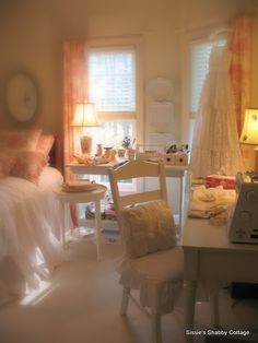 Sissie's Shabby Cottage: Where Bloggers Create!