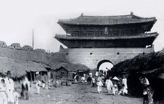 Namdaemun - 1889 삶의 여로 속에서 : 조선시대 사진 - 숭례문