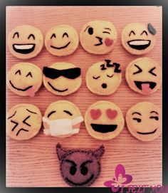 Emoticon, le emoji sono reali! Faccina handmade! di I Felt YOU su DaWanda.com