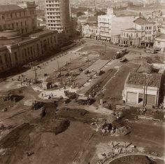 40' - Praça João Mendes; À esquerda os fundos do Palácio da Justiça.