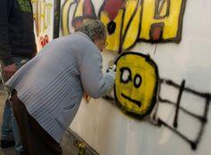 Projeto ensina a arte do graffiti para idosos