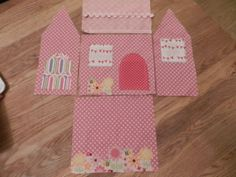 Cute House Door Stop – Free Pattern Doorstop Pattern Free, Diy Doorstop, Free Pattern, Fabric Door Stop, Craft Projects, Sewing Projects, Craft Stalls, Craft Club, Fabric Houses