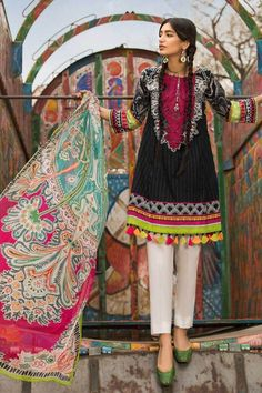 M Prints Maria B Printed Embroidered Lawn Collection consists of beautiful 3 piece lawn printed embroidered designer suits in reasonable prices Pakistani Suits Online, Pakistani Lawn Suits, Pakistani Designer Suits, Punjabi Suits, Maria B, Pakistani Fashion Casual, Pakistani Outfits, Indian Fashion, Desi Wedding Dresses