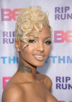 Lola Monroe + blonde hair and ringlets