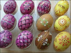 Eastern Eggs, Egg Tree, Easter Egg Crafts, Coloring Easter Eggs, Egg Decorating, Line Design, Wax, Hand Painted, Beautiful