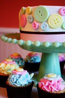 'Cute as a Button' Cake