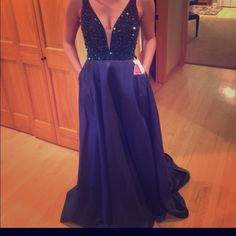 SHERRI HILL BRAND NEW PROM DRESS new 2016 prom dress never worn before! I bought it for $800. would sell on another site so you get it for this years prom!!! would fit a 6/8. IT HAS POCKETS TOO!! Sherri Hill Dresses Prom