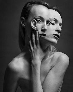 Los autoretratos siameses de la fotógrafa húngara Flóra Borsi