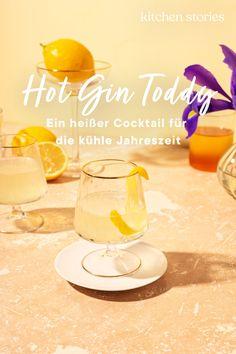 Du bist auf der Suche nach einem heißen #Cocktail für kühle Tage? Glückwunsch, hier hast du ihn gefunden! Der Hot #Gin Toddy mit fruchtig, frischer #Zitrone ist der perfekte #Winterdrink, der dir nicht nur geschmacklich ordentlich einheizen wird! #rezepte #party #drink #wintergetränk Gin, Tequila Sunrise, Cocktails, Alcoholic Drinks, Chana Masala, Winter Drink, Silvester Party, Kitchen Stories, Recipes
