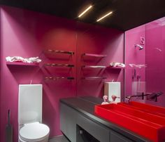 Hot pink walls and a red rubber basin. Not for the faint-hearted, this bathroom belongs to Jan Warburton, and the colour (Resene Lipstick) was suggested by her fashion designer daughter Clare. Pastel Interior, Chimney Breast, Purple Home, Wall Paint Colors, Hotel Interiors, Pink Walls, Off The Wall, Wall Treatments, Home Interior Design